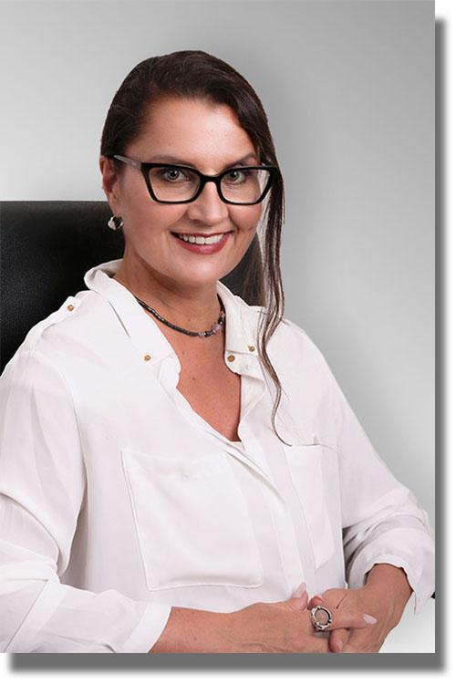 Jana Paul-Wustlich Diplom-Übersetzerin für die englische und italienische Sprache, gerichtlich ermächtigt für die englische Sprache beim OLG Düsseldorf